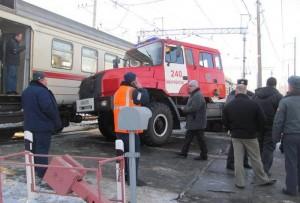 Пожарная машина столкнулась с электричкой в Подмосковье